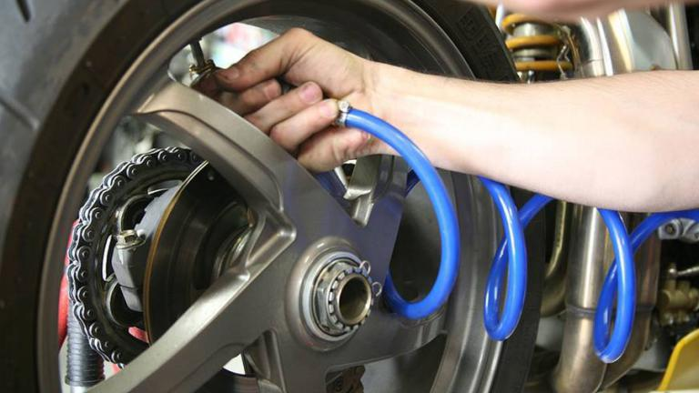 presión de neumáticos en una moto